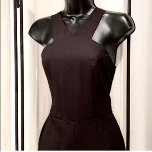 Forever 21 black sleeveless v-neck shorts romper